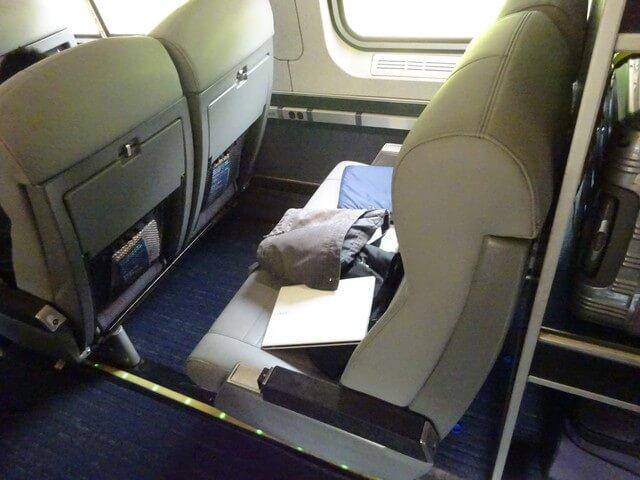 座席は日本の新幹線より快適